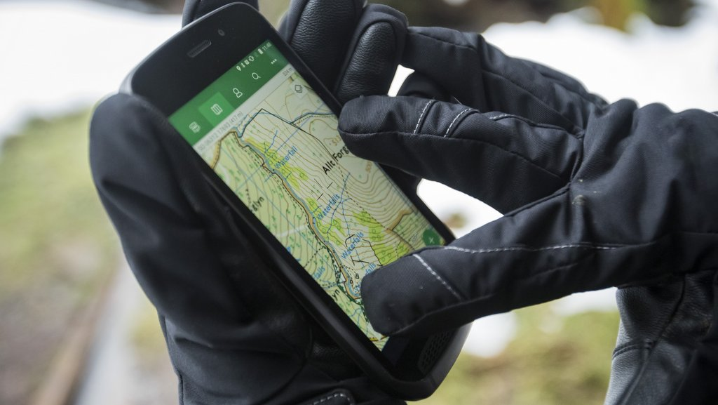 Gorilla Glass protected screen is suitable to use with gloves and is not affected by water.