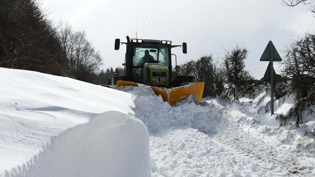 'Unsung heroes' - 10 more examples of farmers saving the day in the snow