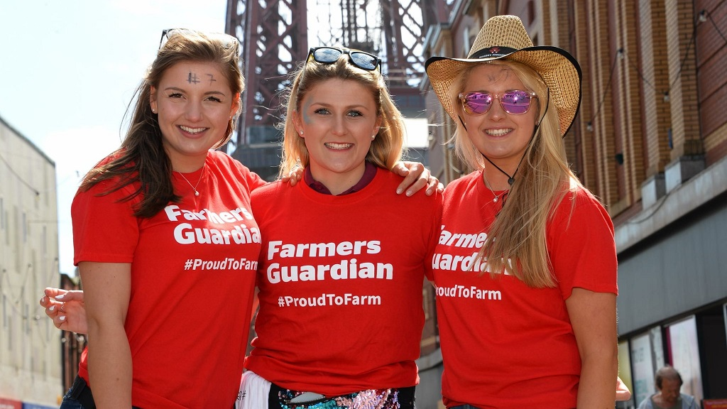 Young farmers raise £1,700 for charity with FG t-shirts