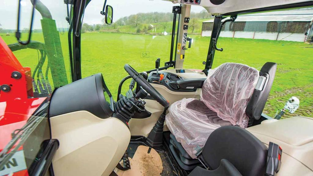 CAB & CONTROLS: MASSEY FERGUSON 5711 GLOBAL