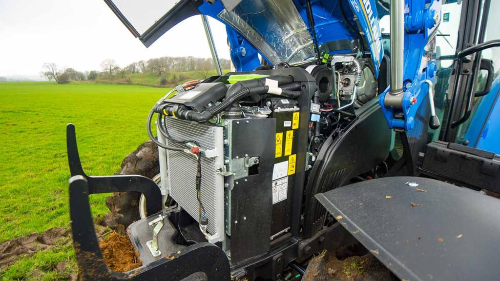 ENGINE & TRANSMISSION: NEW HOLLAND T5.105