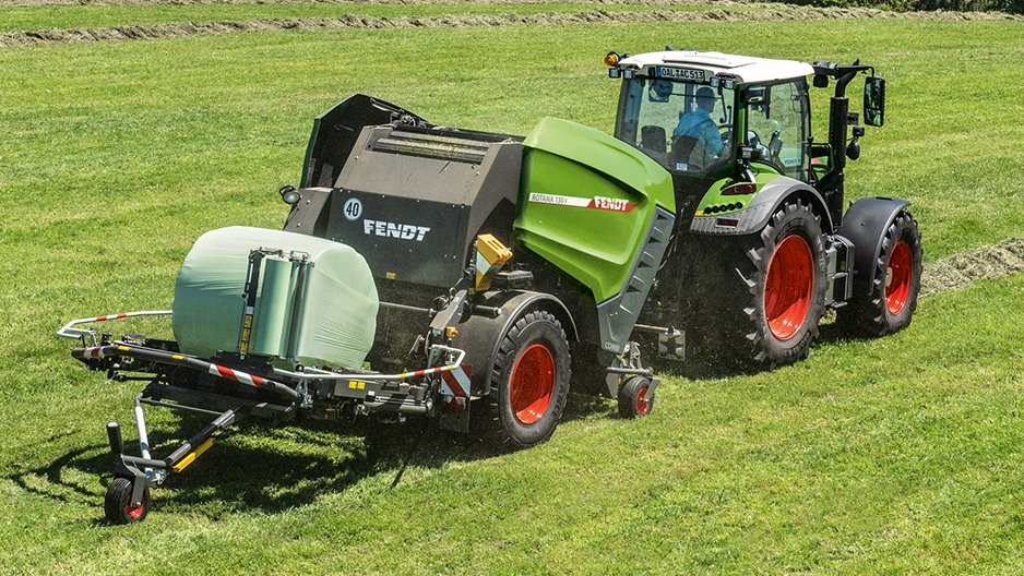 The Rotana can be fitted with a bale tipping kit.