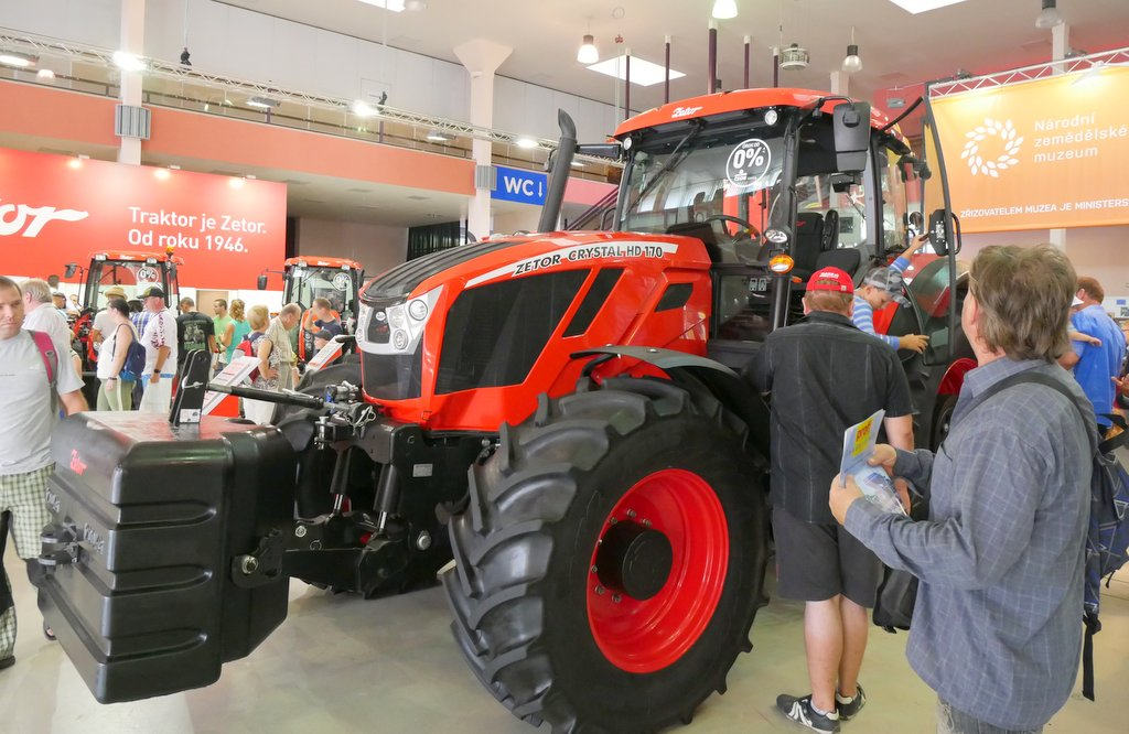 Zetor boosts spec levels with new Crystal 170 HD tractor - NEWS