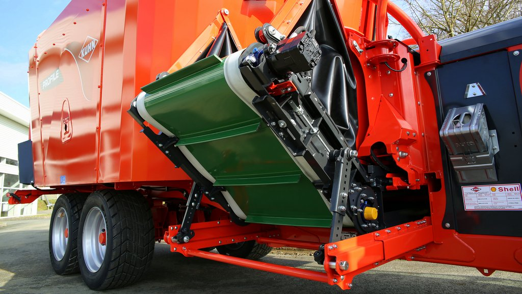 Kuhn tackles tight feed passages with new mixer option