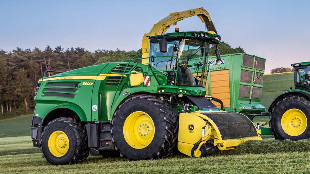 John Deere adds more power to 8000 Series forager range