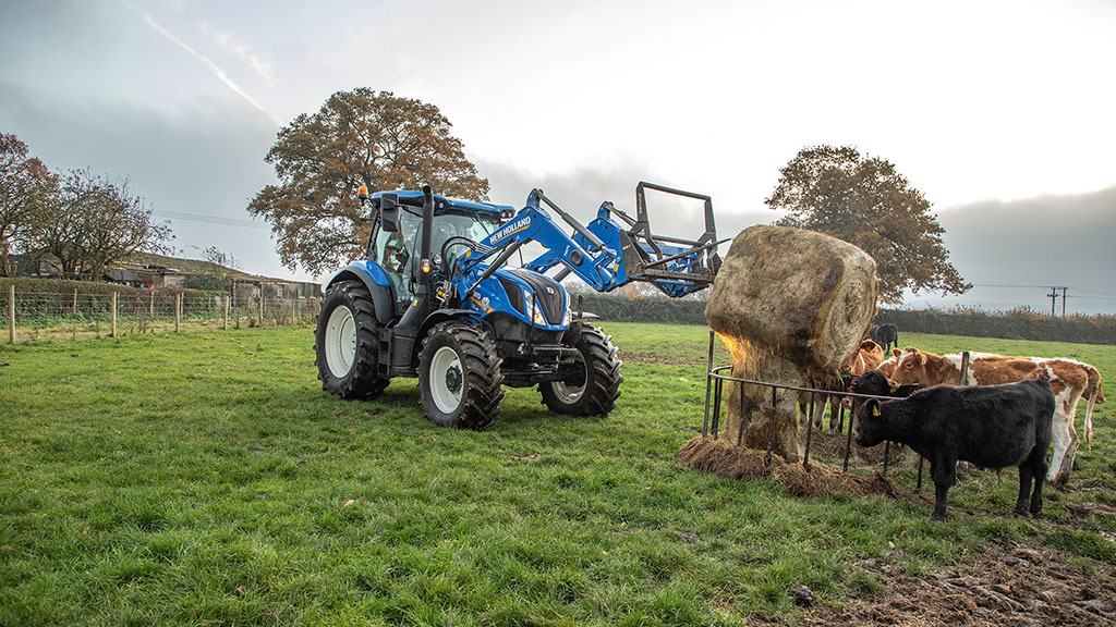 New Holland T6 Dynamic Command shakes up John Deere fleet on dairy farm
