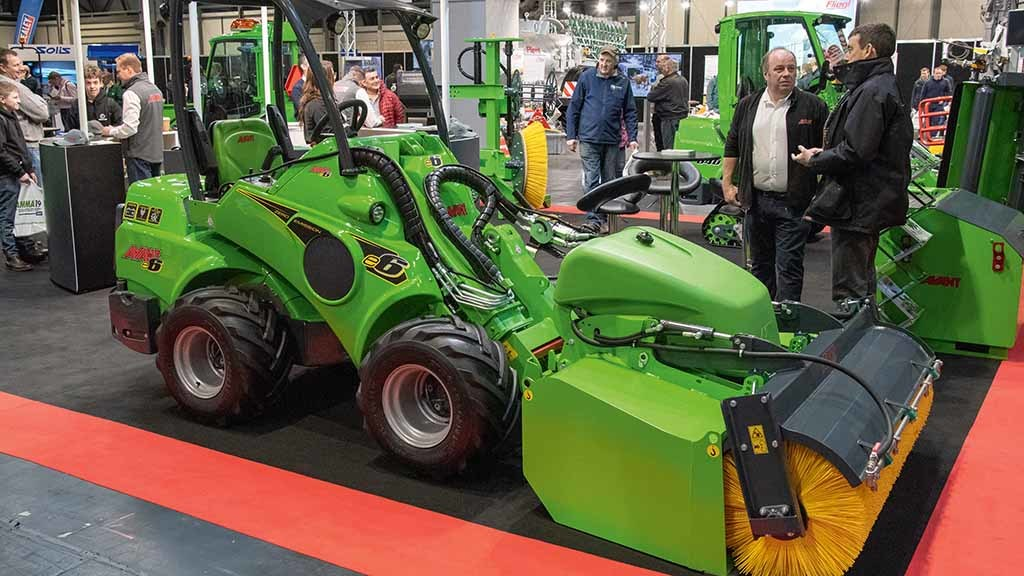 Avant e6 electric loader