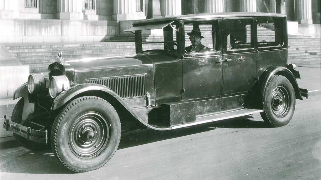 Clessie Cummins and the Packard limousine.