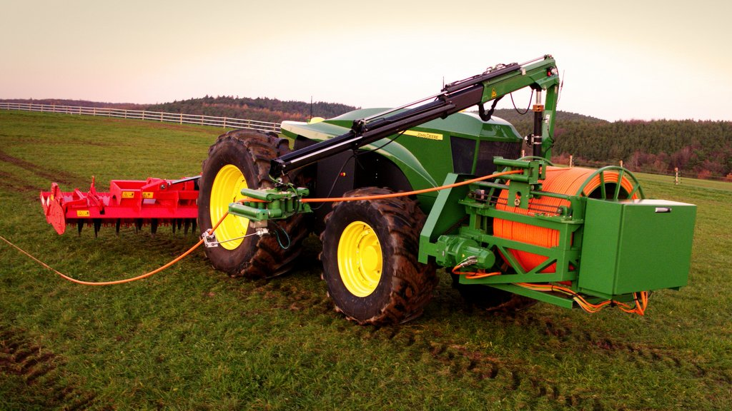 JD's latest electric tractor concept sees power fed to the tractor via a cable.