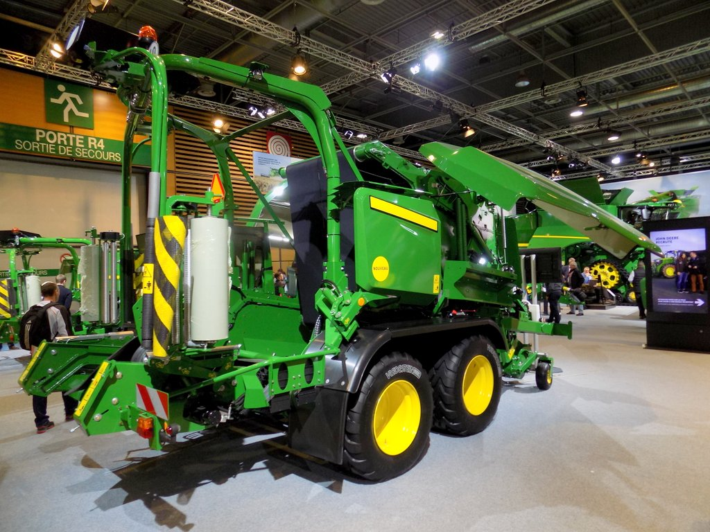 John Deere variable chamber combi-balers