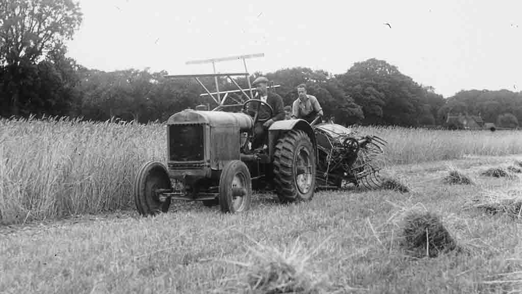 PICTURE GALLERY: 130 images of retro farm machinery in action