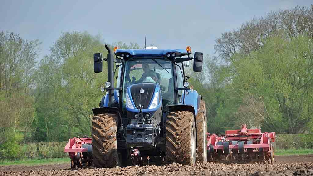 New Holland's T7 tractor range are among the most popular sold by Hallmark Tractors.