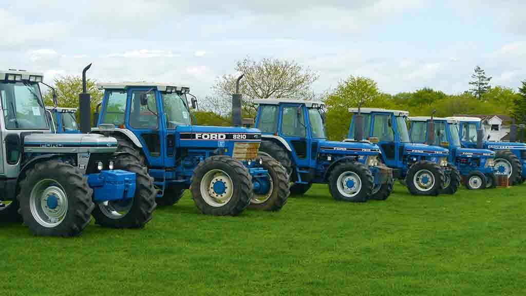 IN PICTURES: Strong bidding for Ford and Case IH modern classic tractors