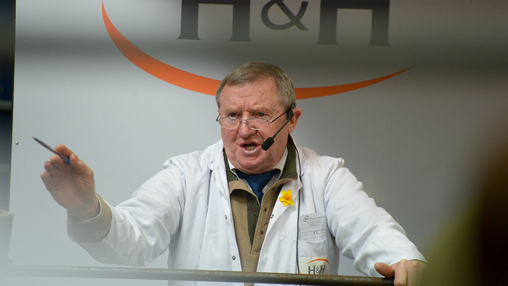 Tributes flood in for 'legend' of livestock auctioneering