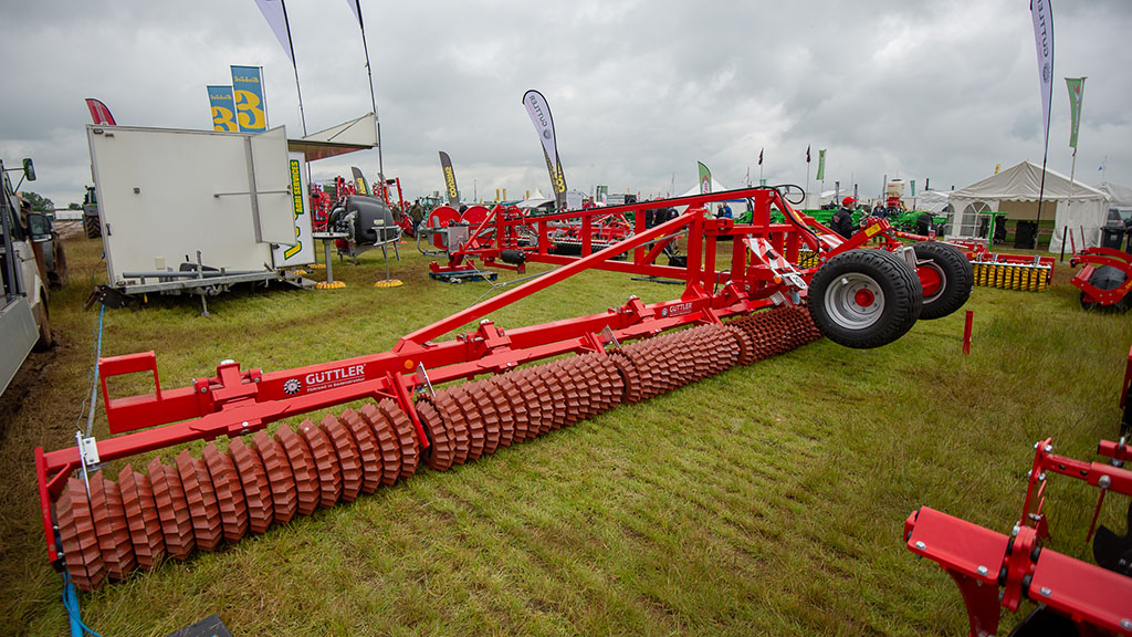 Wox Agri Services Magnum roller
