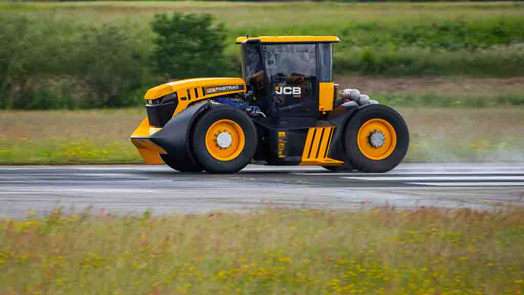 JCB scoops British speed record with a 103.6mph Fastrac tractor