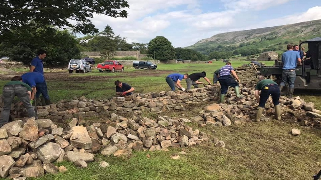 Young farmers praised after helping flood victims across the country