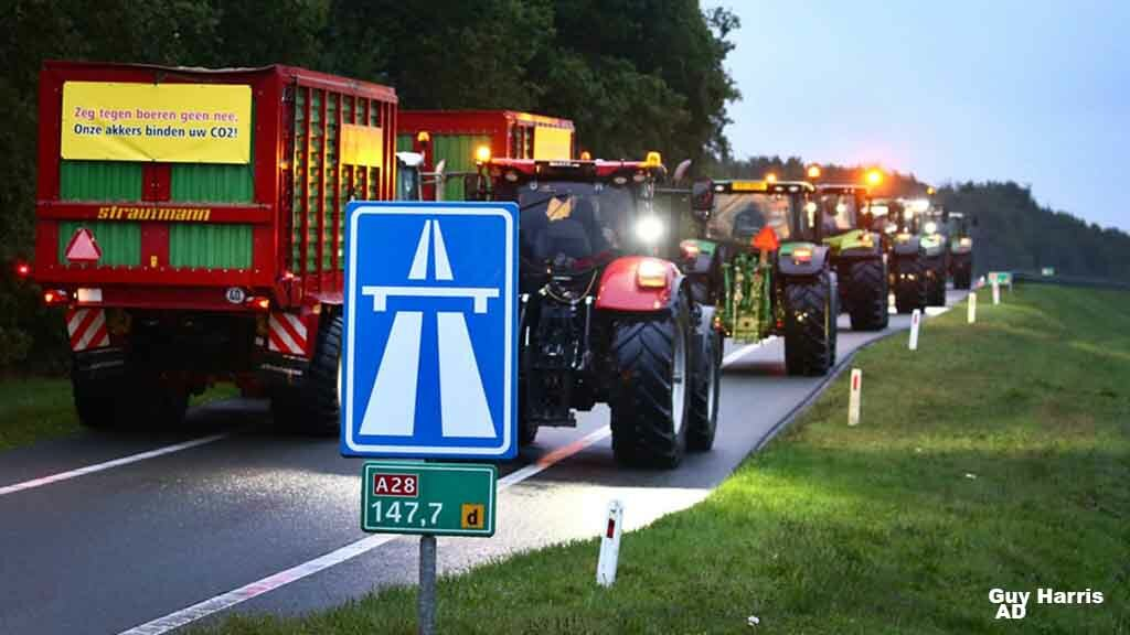 Traffic chaos as thousands of Dutch farmers protest over emissions claims