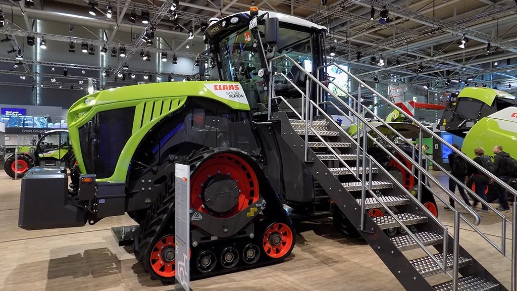Claas offers tracked Xerion option
