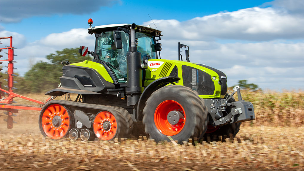 VIDEO: Claas back in the tracked tractor market with Axion Terra Trac