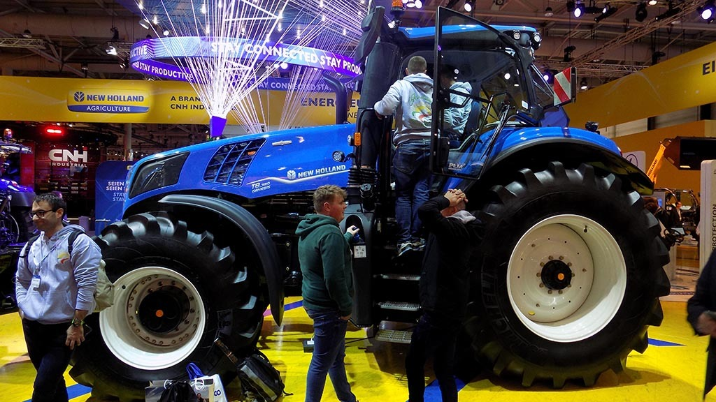 T8 sets New Holland's tech cornerstone