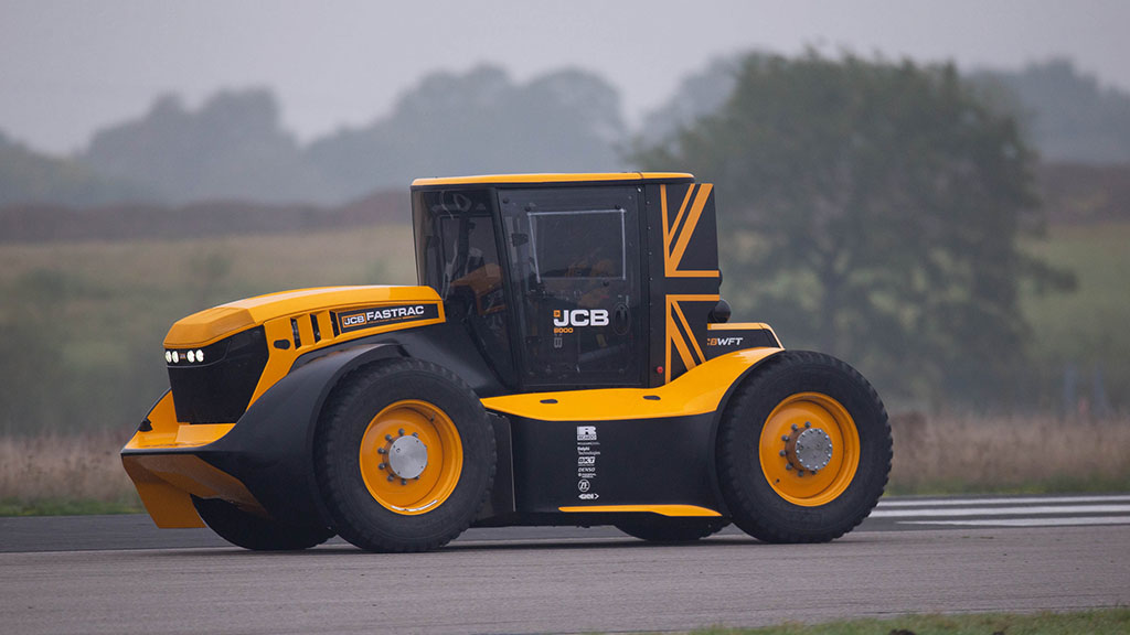 WATCH: JCB and Guy Martin set new world speed record with Fastrac tractor