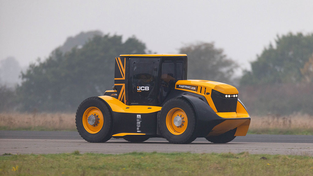 JCB's Fastrac 2 heading towards a new world record.