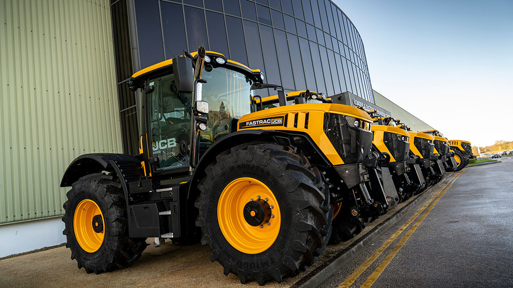 Move fast for special edition JCB Fastrac 220 and 8330 tractors