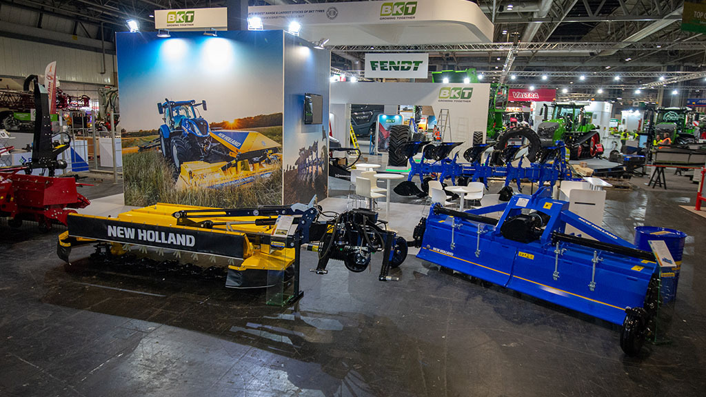 New Holland showcases implements