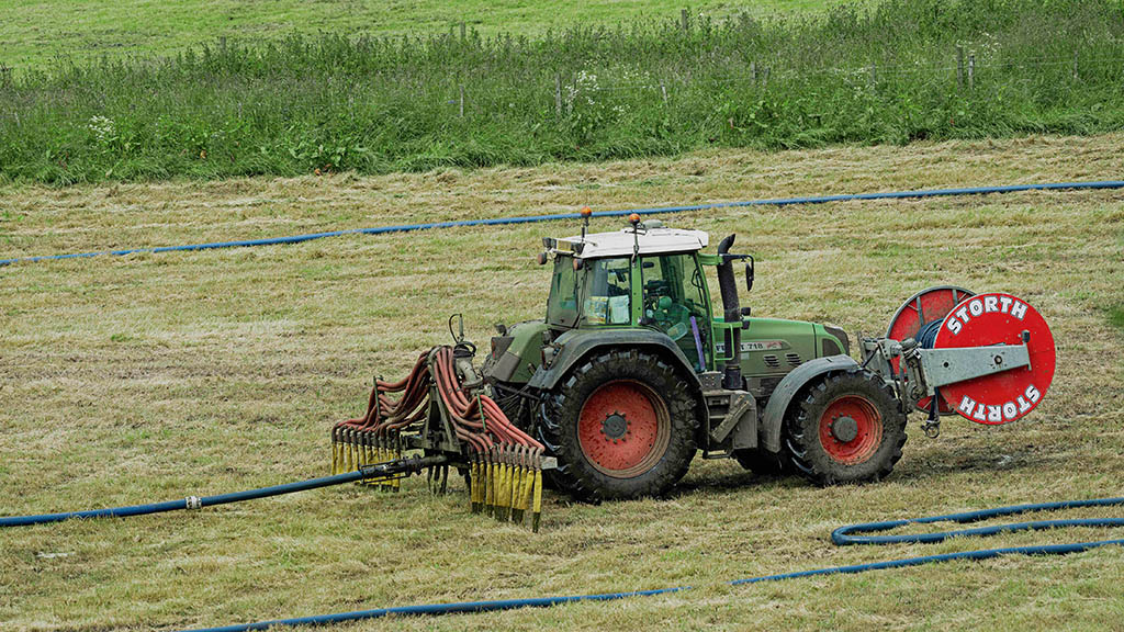 Avoid spreading slurry when ground is wet