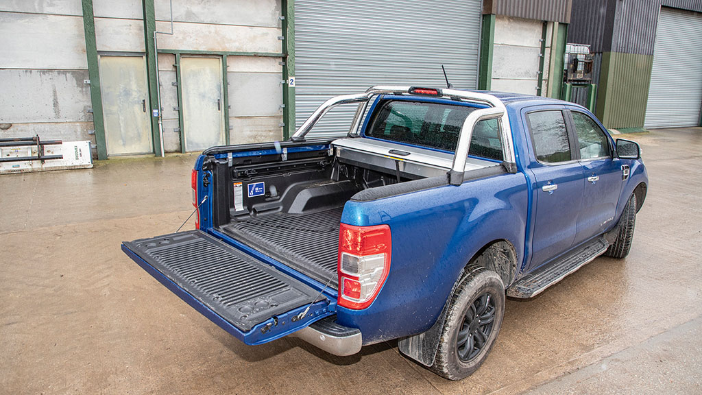Heavy tailgate benefits from a lift-assist mechanism.