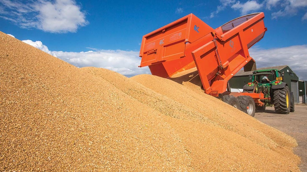Global stockpiling sees wheat prices hit £175 per tonne