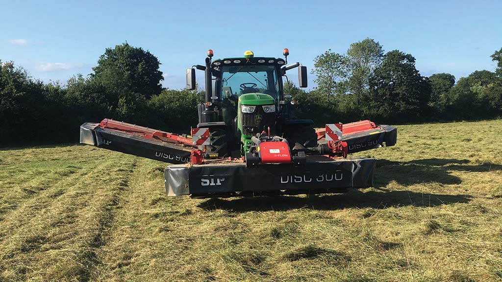 Chris Harris raised mower capacity by swapping a 6m front/rear combination for a 9m SIP triple.