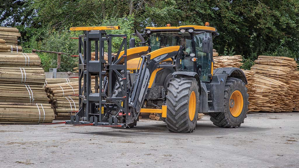 Colour-coded Quicke loader offers an integrated approach for Exmoor Hay & Straw's two JCB Fastrac 4220s.