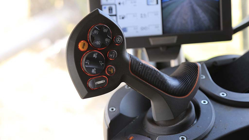 The joystick requires more subtle modulation than the fully mechanical one on the old combine.