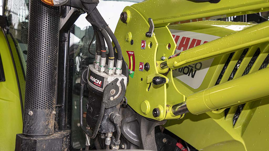 Multi-dock coupler simplifies fitting and removing the FL100 loader when not required.