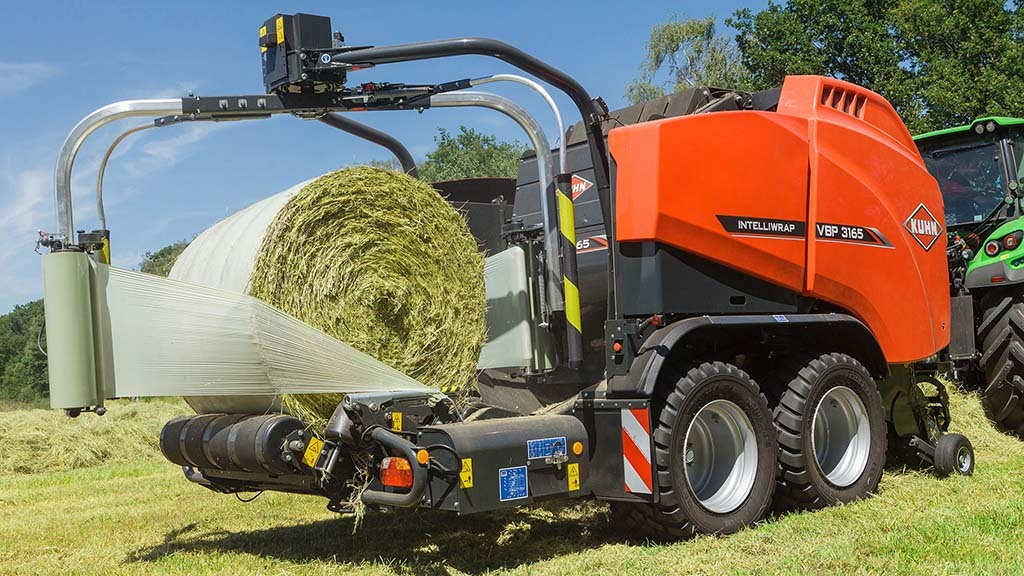 Kuhn extends film binding to variable chamber combi-balers