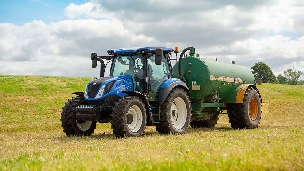 T5 DCT gets New Holland's latest family styling.
