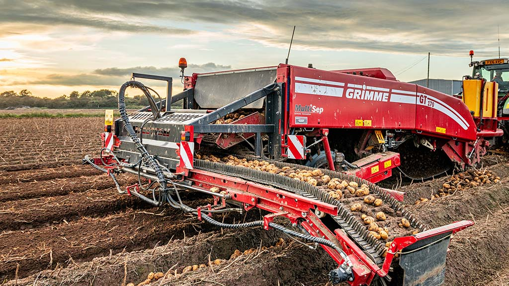 The cross conveyor is reversible, and can move the crop to either side of the machine.