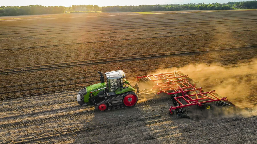 Fendt launches world's most powerful CVT-equipped tractor