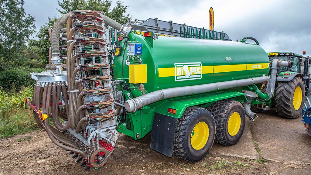 A 6m Vredo shallow disc injector sits behind a Hi-Spec tanker, to improve liquid slurry application accuracy at Ditton Farm.