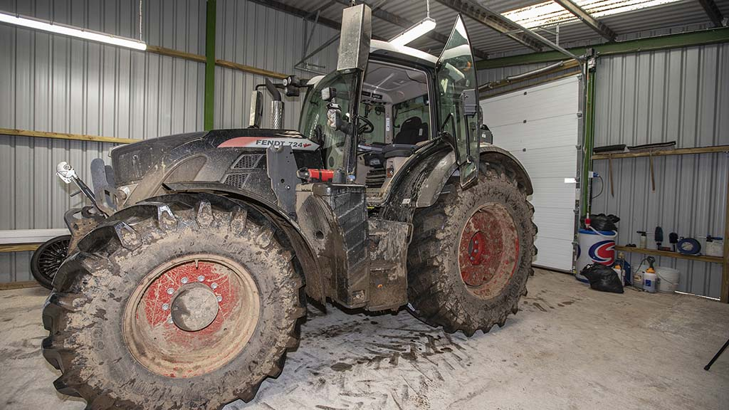 A mucky Fendt 724 provided the ideal example machine.