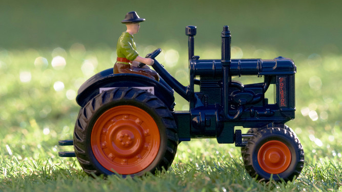 Britains to re-release 7,500 iconic Fordson Major Tractor toys in centenary celebration