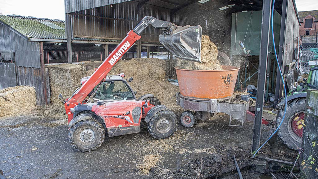 Loading bales into the tub sees wads of straw drop onto the intake, while the rotating tub keeps material on the move.