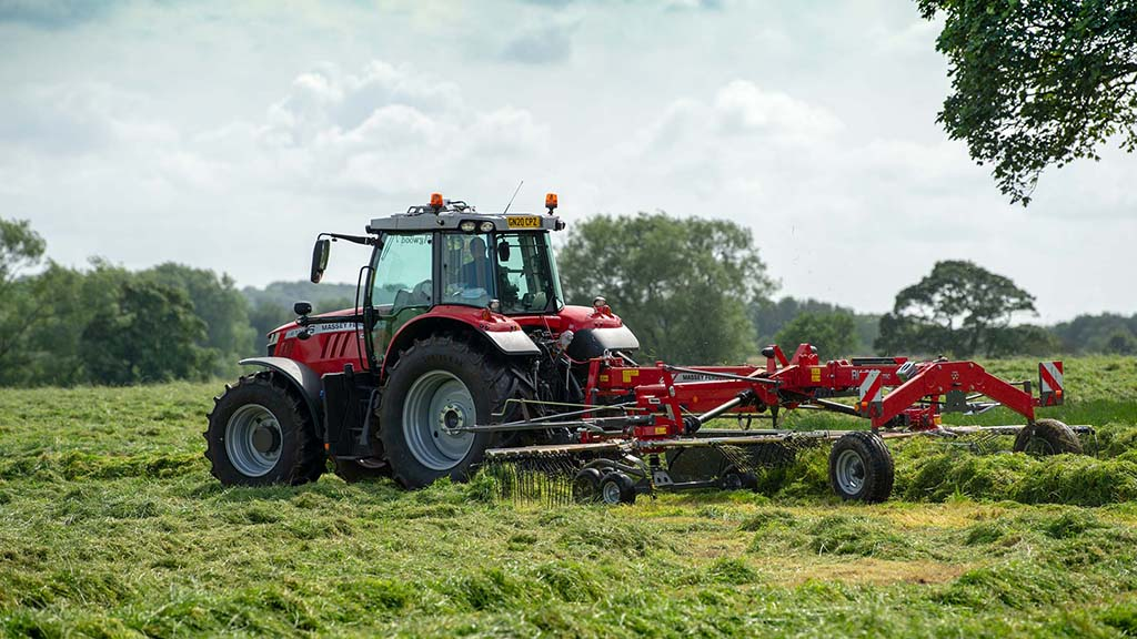 The RK 802 TRC model is part of a large family of MF rakes, which includes four-rotor models with working widths up to 14m.