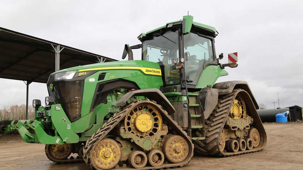 The John Deere 8RX 370 has replaced a Case IH Magnum Rowtrac 380 CVX
