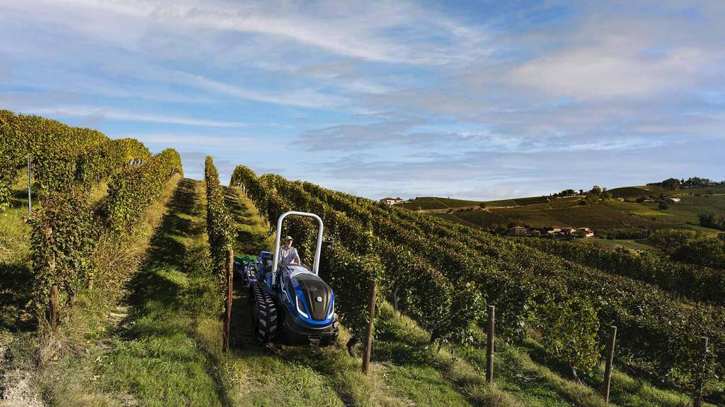 Two partnerships have been recently established by New Holland, one of which is wine producerFontanafredda who are testing a bio-methane tractor.