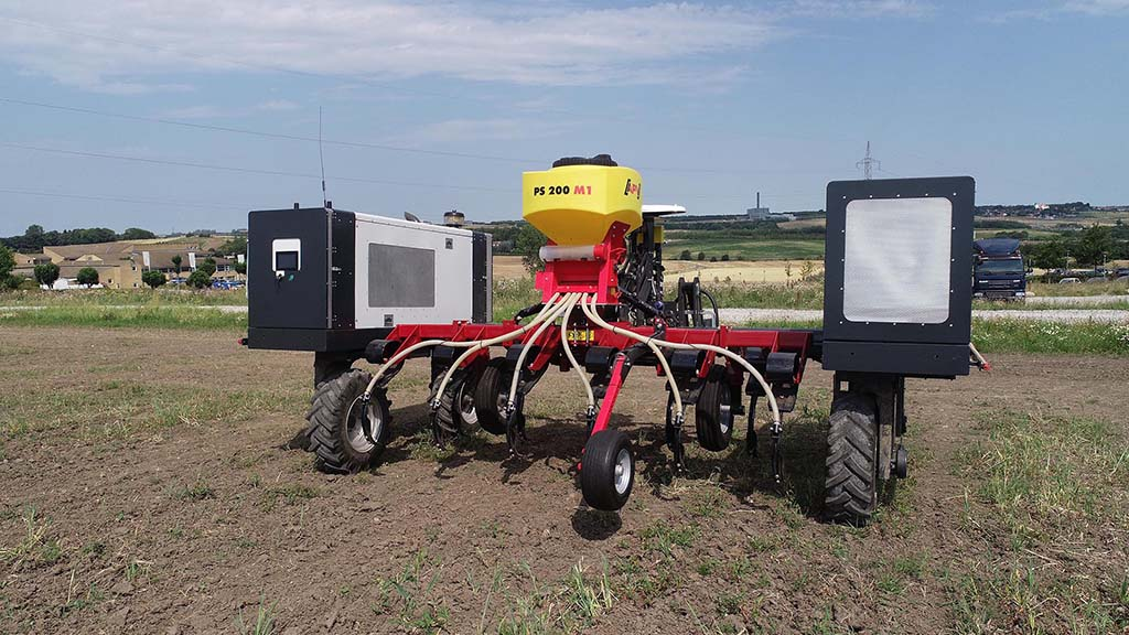 Capable of a wide range of cultivation/seeding/fertilising tasks, the Robotti 150D is 3m wide, weighs just 1.2t and features a hydrostatic transmission, a pto and three-point linkage.