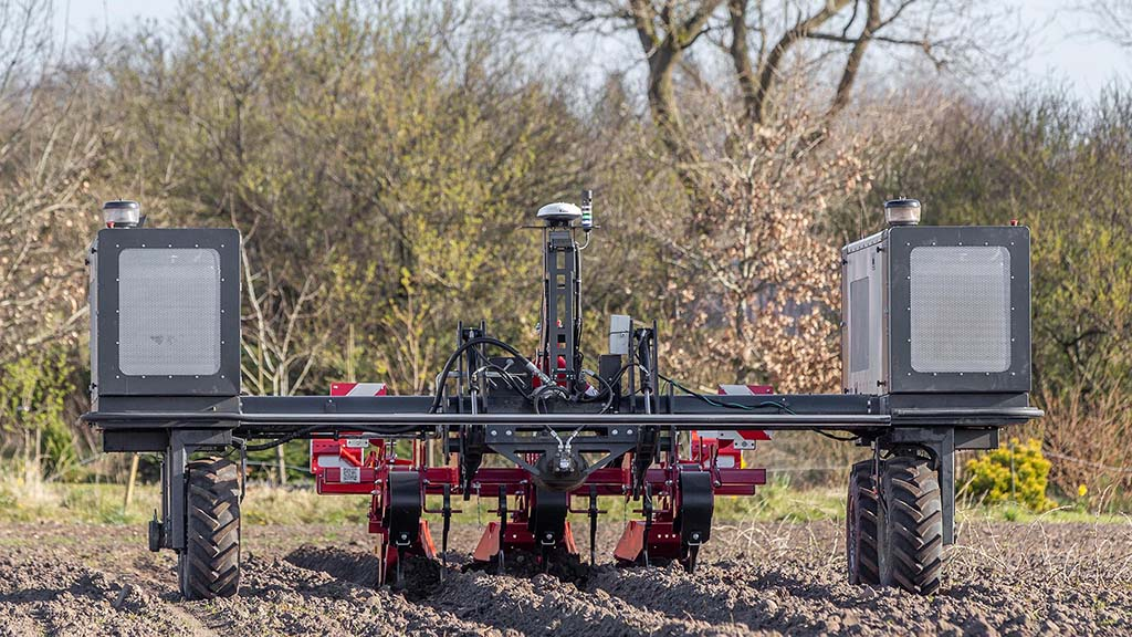 Setting up the Robotti is a very similar process to setting up the headland management system on any modern tractor, except the inputs are made using a tablet or office PC.