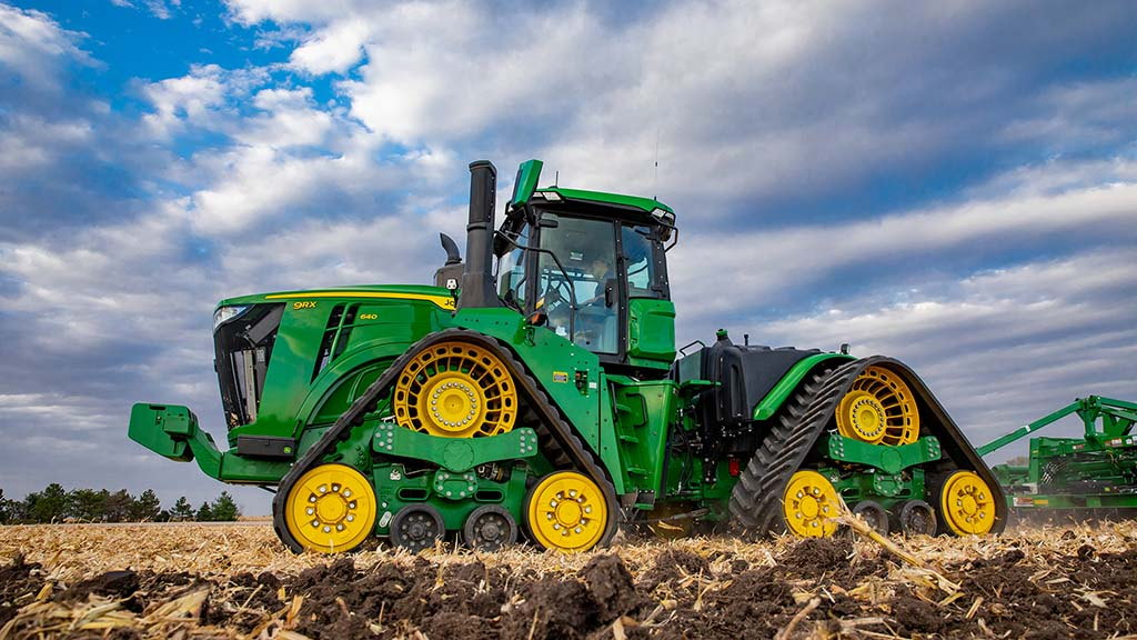 John Deere's flagship 9RX 640 boasts a maximum power of 691hp developed from the 15-litre Cummins engine.